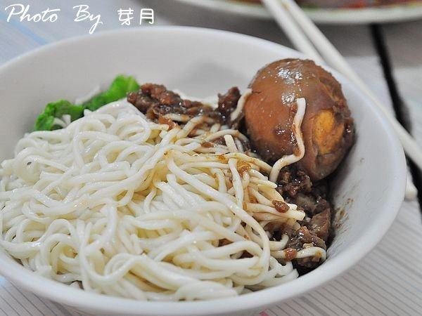 台南西港—阿蘭麵店—古早味的滋味,來盤小菜吧~ @民宿女王芽月-美食.旅遊.全台趴趴走