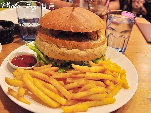宜蘭冬山–牛仔驛站–大份量6盎司漢堡,輕鬆幹掉好爽快 @民宿女王芽月-美食.旅遊.全台趴趴走