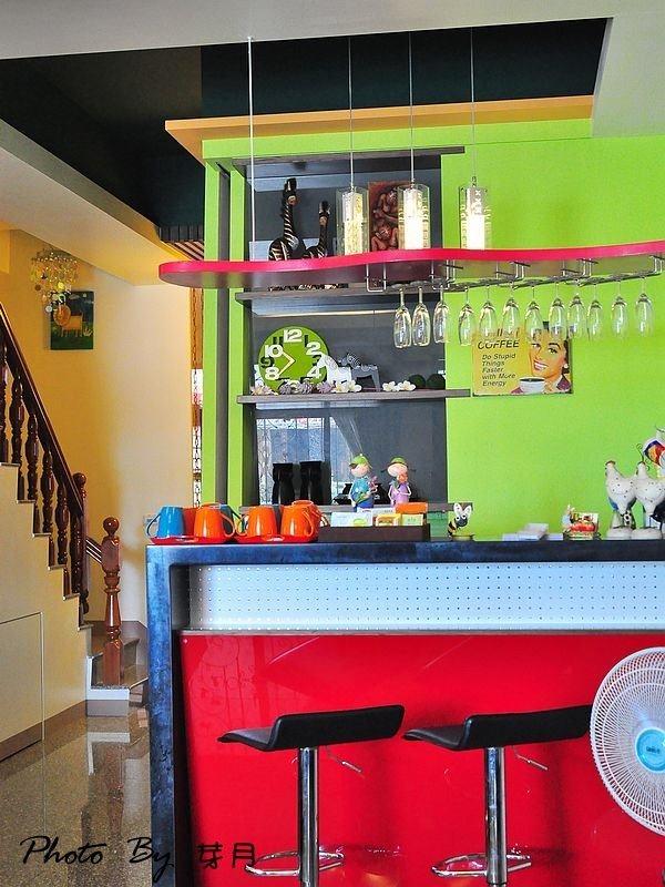 宜蘭五結–紅豆民宿(上)–平凡中的不平凡,大廳裡面有吧台 @民宿女王芽月-美食.旅遊.全台趴趴走