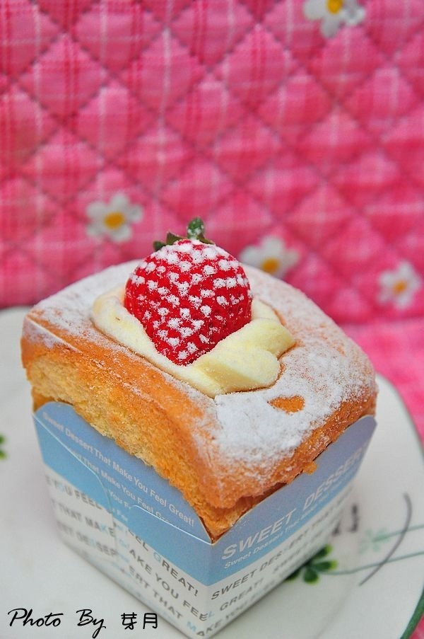 一年只能團一次,北海道雙層草莓蛋糕,卡士達醬,團購美食,基隆,草莓杯杯,蔓越梅千層,郃嘉,高山草莓 @民宿女王芽月-美食.旅遊.全台趴趴走