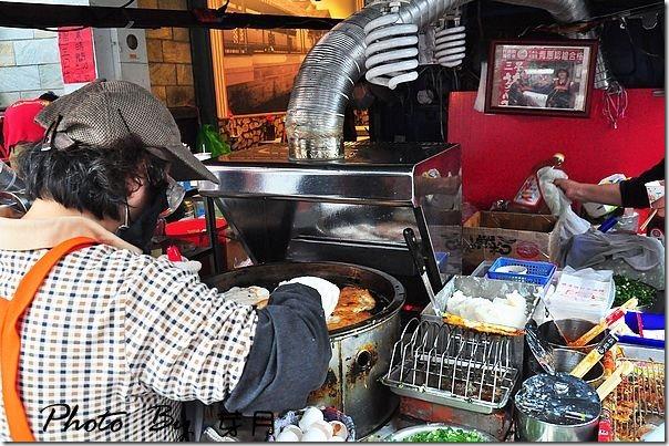 宜蘭礁溪美食–頂好蔥油餅–排隊美食小攤車,餅乾外皮很酥脆 @民宿女王芽月-美食.旅遊.全台趴趴走