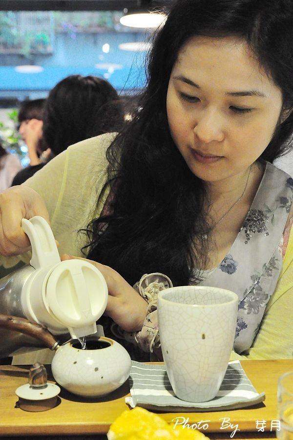 台北市政府站美食–七三茶堂–信手捻來一抹茶香,寧靜的午后 @民宿女王芽月-美食.旅遊.全台趴趴走