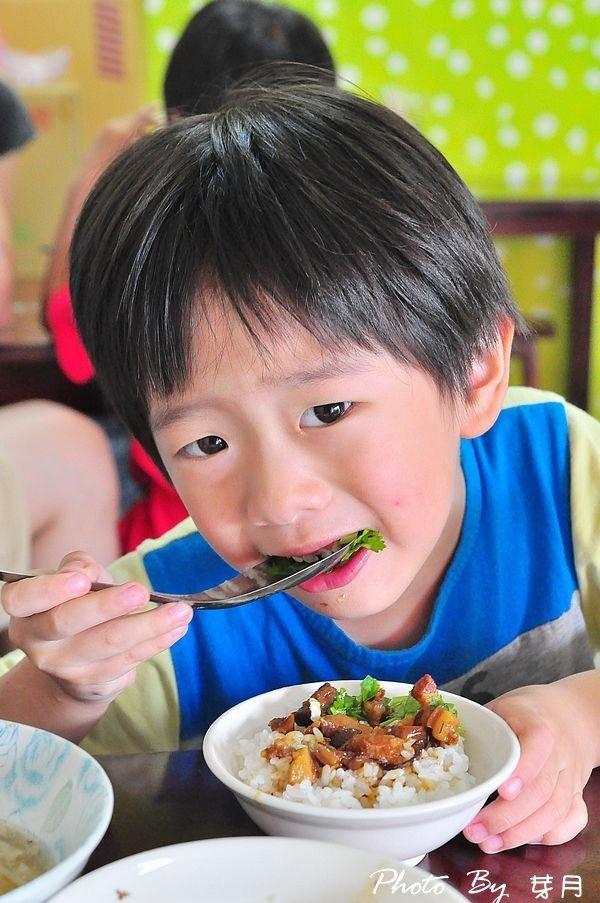 宜蘭礁溪好吃推薦南果美食蒜味肉燥飯肉羹湯