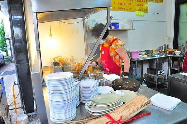 台南美食鴨母寮菜市場黃家蝦捲