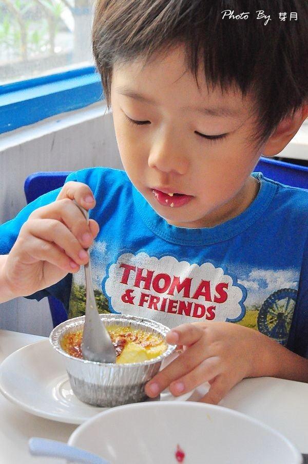 中原大學藍白拖冰舖黑糖剉冰花朵鬆餅好吃推薦