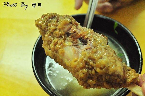 宜蘭美食正宗四川辣担麵在地人好吃推薦蘿蔔排骨棒棒腿湯中華電信東港路