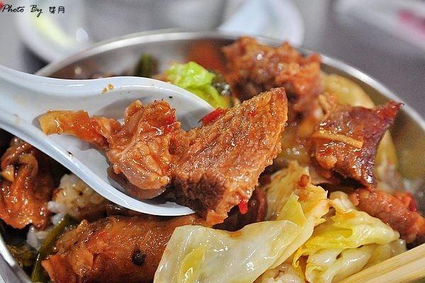 桃園中壢美食公路便當老店食尚玩家牛腩飯酸菜肚片湯好吃推薦