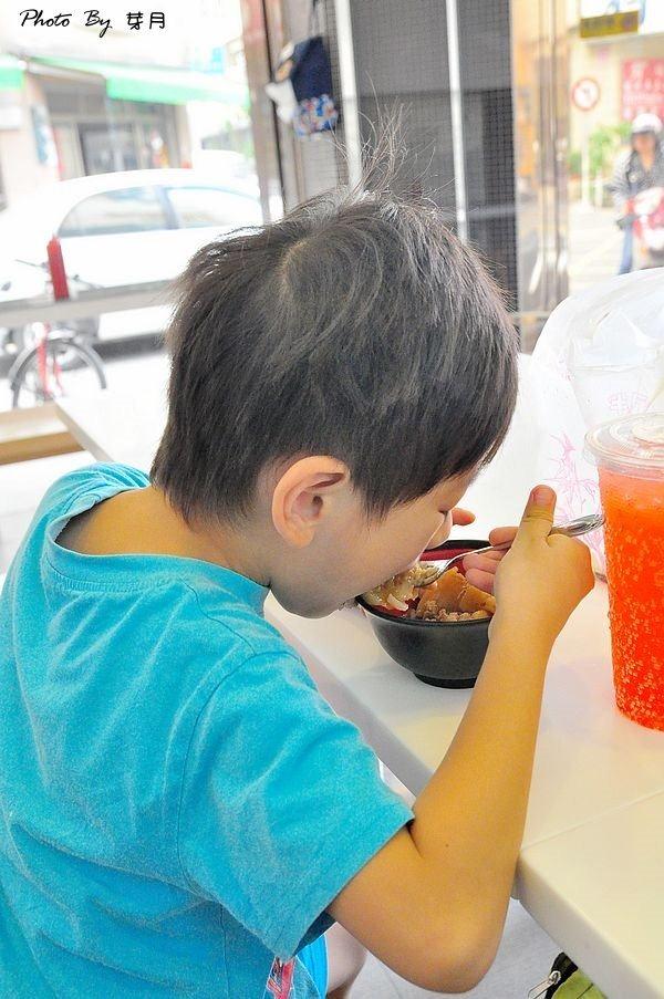 嘉義美食華南碗粿米糕豬血腸子湯
