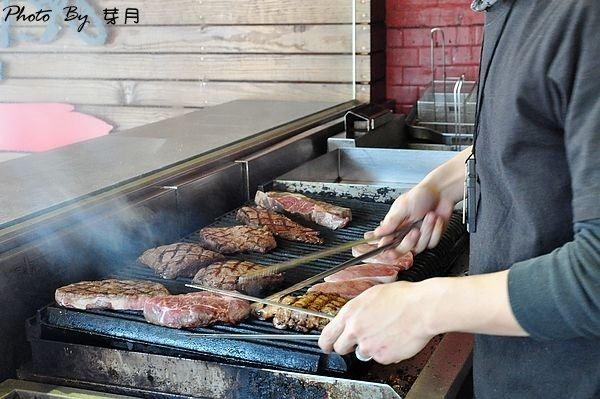 新北市美食中和–小惡魔炭燒牛排–平價的消費,真實呈現食材原味 @民宿女王芽月-美食.旅遊.全台趴趴走