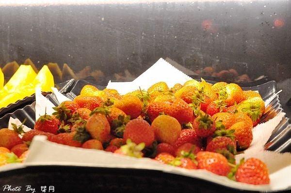 台北東區美食–蒙古紅蒙古火鍋–不用沾醬的蒙古火鍋,新鮮食材看的到 @民宿女王芽月-美食.旅遊.全台趴趴走
