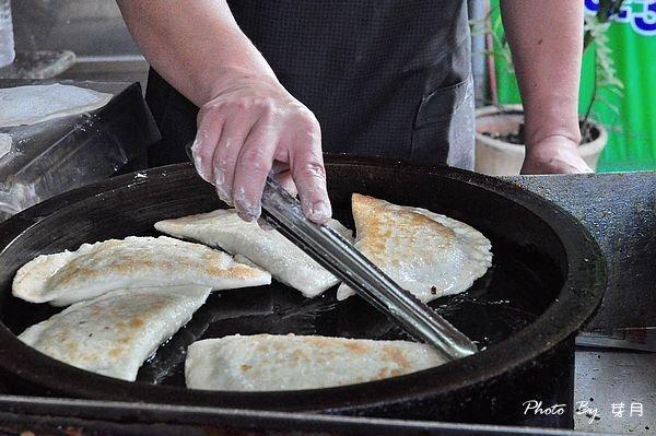 龍潭美食佟記蔥油餅中興路天橋下韭菜盒食尚玩家