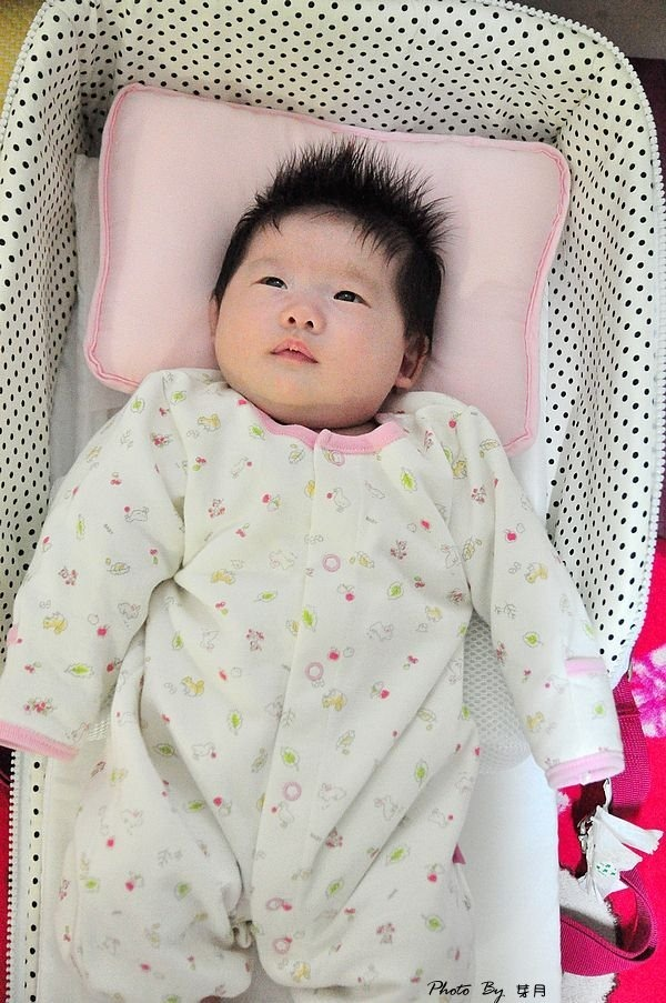 育兒好物–可攜式嬰兒照護床–隨身攜帶小床組,搖身一變媽媽包 @民宿女王芽月-美食.旅遊.全台趴趴走