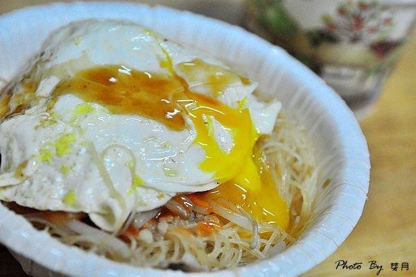 大溪排隊美食民權東路無招牌中式早餐炒麵米粉油飯甜辣醬荷包蛋