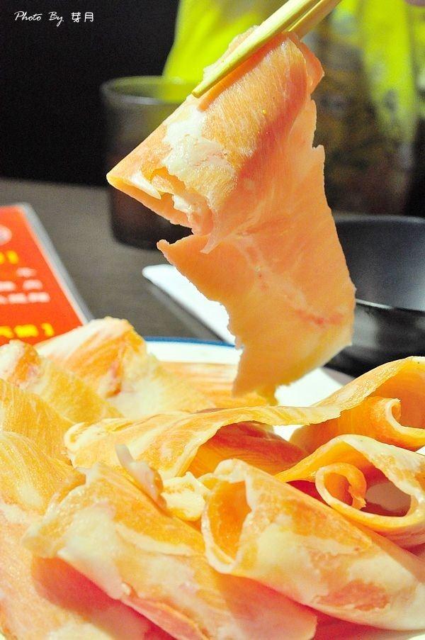 台北國父紀念館捷運站東區吃到飽美食蒙古紅不沾醬火鍋安格斯背肩天使紅蝦光復南路卡比索