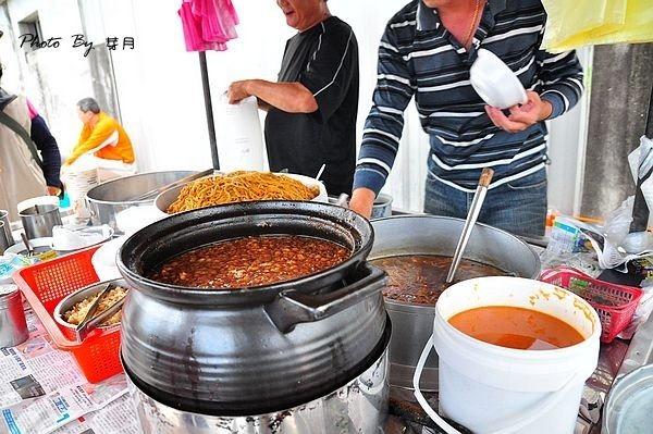 宜蘭頭城排隊隱藏版美食在地人早餐衛生所無名攤車炒麵米粉羹肉羹湯油豆腐