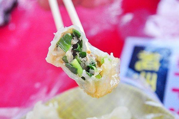 羅東夜市美食賴皮蒸餃鮮肉韭菜高麗菜手工三星蔥水晶餃好吃推薦