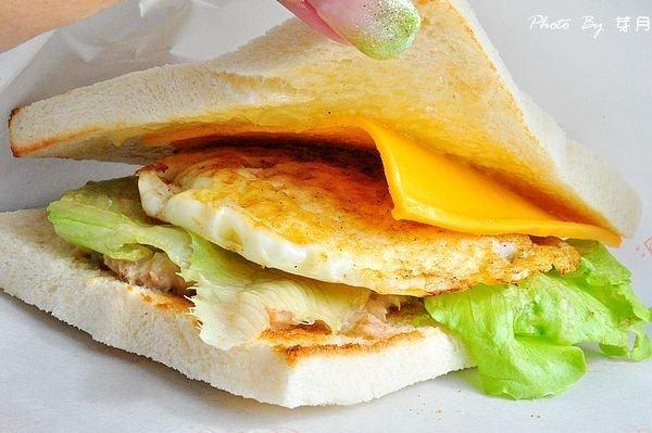 桃園平鎮美食老賊碳烤吐司里肌豬排西式早餐地點營業時間忠貞國小手工炭火下午茶
