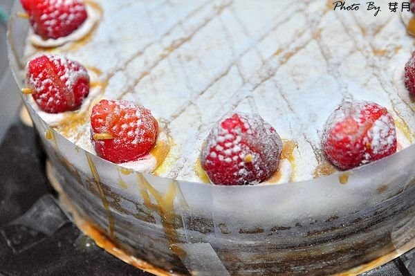 D台南團購美食好吃推薦神祕千層蛋糕草莓社團季節限定無官網可面交要排隊