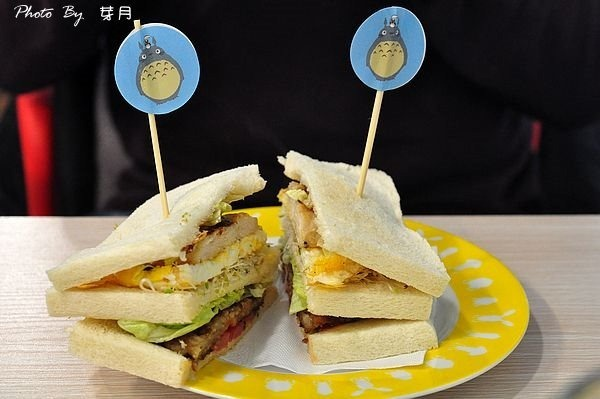 桃園中壢美食景點龍岡龍貓廚房公車早午餐下午茶鬆餅親子遊戲區豆豆龍卡通