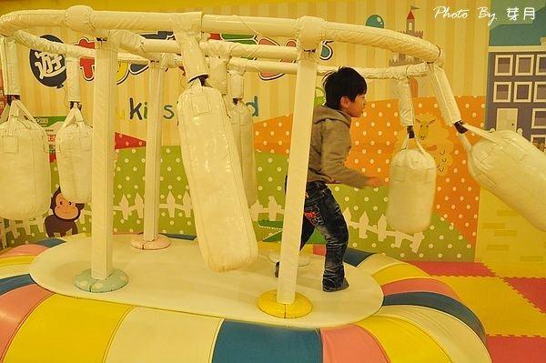 桃園中壢遊戲愛樂園大魯閣YuKidsIsland大潤發百貨消費方式親子溜滑梯球池