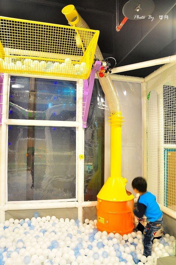 桃園市美食夢工場親子主題餐廳溜滑梯兒童餐室內無毒中茂新天地藝文特區下午茶鬆餅電話地址0