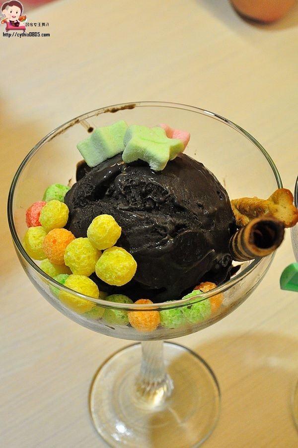 桃園八德美食-Canossa 卡諾莎義式冰淇淋-巷弄裡的低調小店,吃冰淇淋也可以很優雅  (邀約) @民宿女王芽月-美食.旅遊.全台趴趴走
