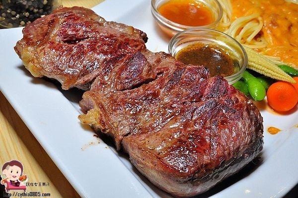 宜蘭東門夜市美食-鬥炙 原味炙燒牛排-夜市的價格餐廳的品質,平價擱好吃 (邀約) @民宿女王芽月-美食.旅遊.全台趴趴走