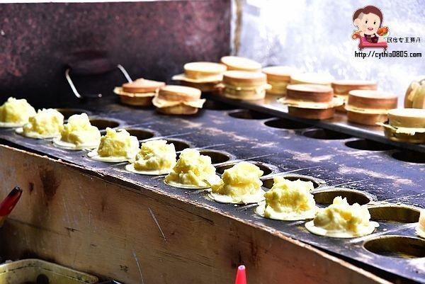 桃園平鎮美食-和平路無名紅豆餅-熱鬧大路上的不起眼攤子,有著爆漿內餡的下午茶 @民宿女王芽月-美食.旅遊.全台趴趴走