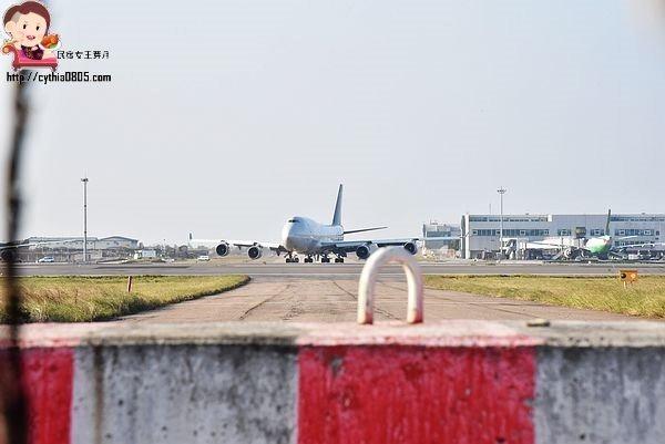 桃園大園景點-桃園機場戰備聯絡道-最佳看飛機的私密景點,近距離看飛機起飛 @民宿女王芽月-美食.旅遊.全台趴趴走
