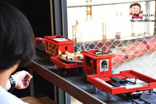 桃園龍潭美食-Brick Maker 玩樂磚家-樂高主題親子餐廳來啦~火車披薩是新賣點,培養你的樂高魂 @民宿女王芽月-美食.旅遊.全台趴趴走
