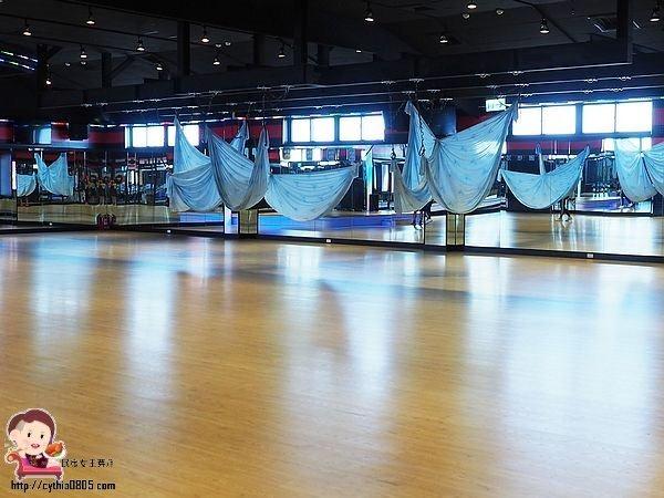 3000坪,IKEA,Myzone,World Gym健身俱樂部,戶外游泳池,旗艦店 @民宿女王芽月-美食.旅遊.全台趴趴走