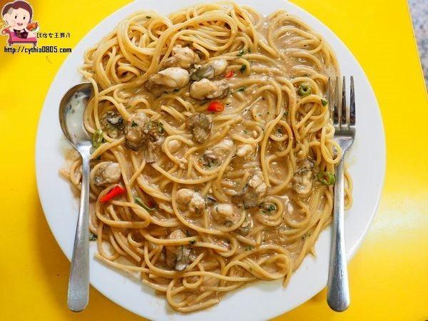 桃園IKEA美食-艾隆義式麵食館-中西結合有新奇,豆豉蚵也可以變成西餐義大利麵 @民宿女王芽月-美食.旅遊.全台趴趴走