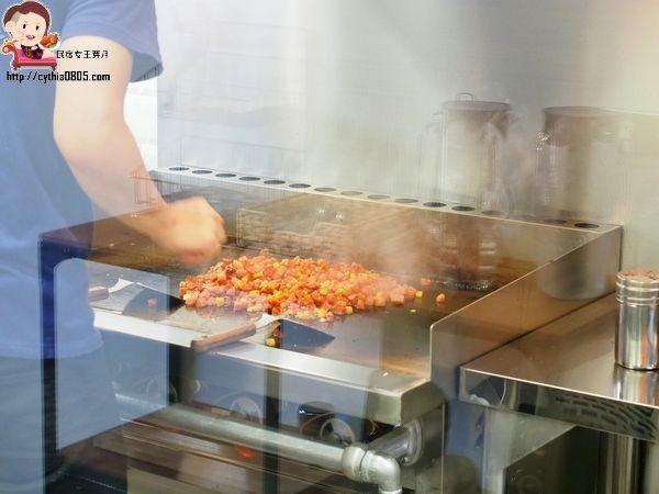 桃園南崁美食-Piknik Curry 野倉咖哩-從小餐車到店面,老顧客依舊死忠跟隨 @民宿女王芽月-美食.旅遊.全台趴趴走