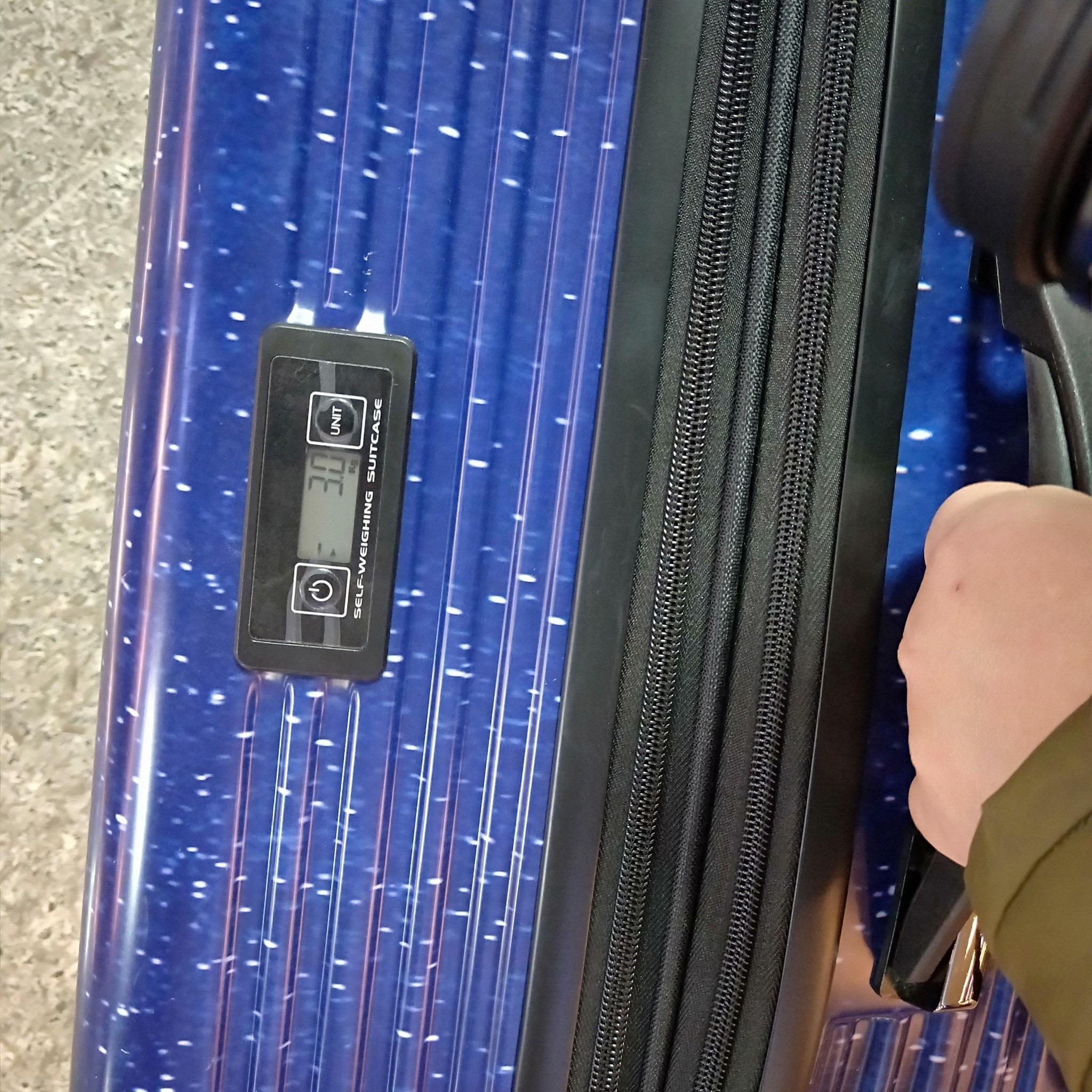 旅行好物-法國精品 Flexflow 拉鍊測重旅行箱-星空旅行箱實在太美啦,內建稱重好貼心,出國旅行不用擔心還要付超重費啊!!! (邀約) @民宿女王芽月-美食.旅遊.全台趴趴走