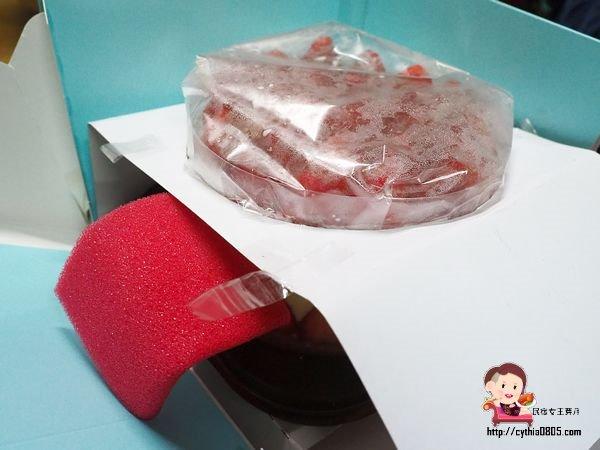 宜蘭羅東美食-米樂客宜蘭鹹蛋糕-限定草莓卡士達蛋糕超驚艷,每年我都要訂到它  (邀約) @民宿女王芽月-美食.旅遊.全台趴趴走