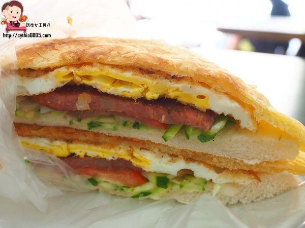 桃園美食-佳味複合式早餐店-社區內的不起眼早餐店,來這裡就是要點脆皮蛋餅啊 @民宿女王芽月-美食.旅遊.全台趴趴走