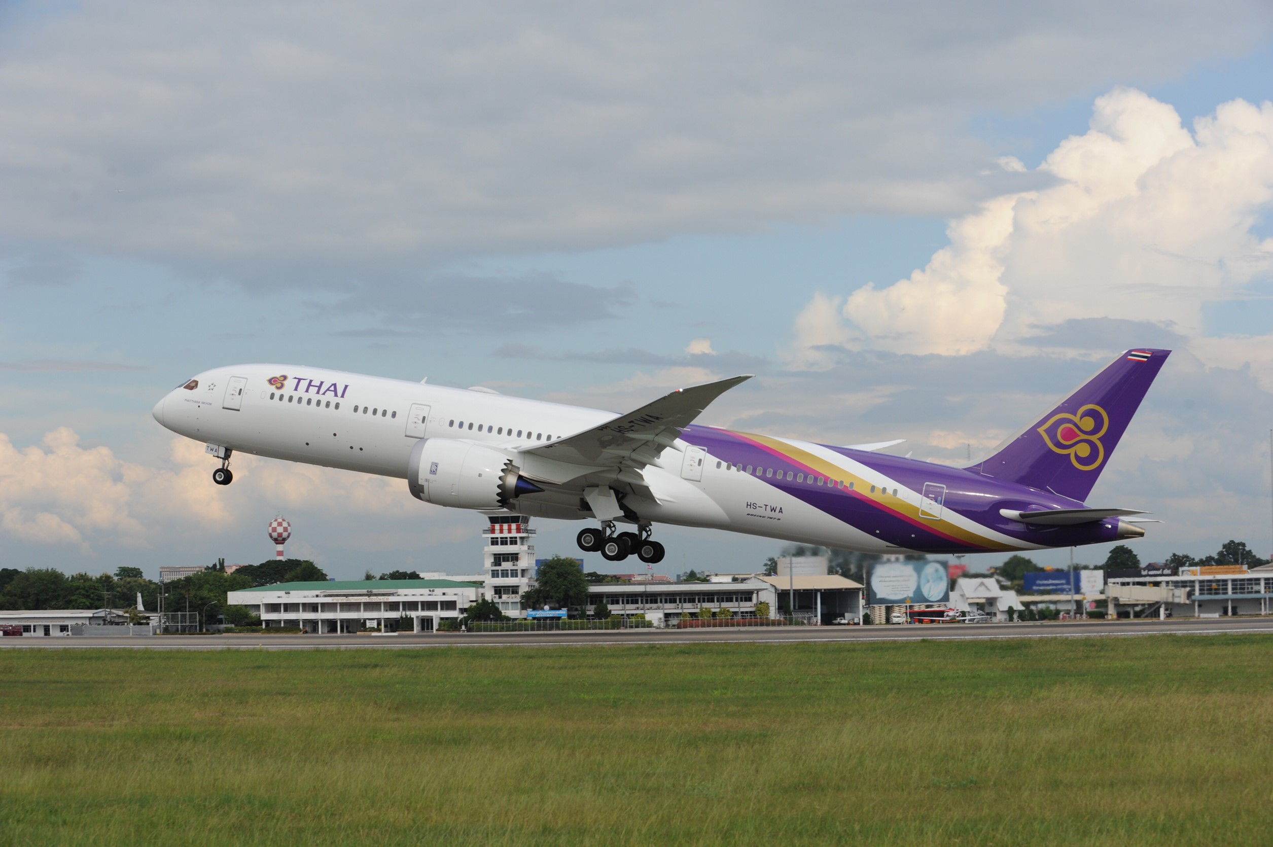 2019泰國旅遊-Thai Airways 泰國航空-夢幻波音787,搭經濟艙也很舒服,還有獲獎飛機餐 @民宿女王芽月-美食.旅遊.全台趴趴走