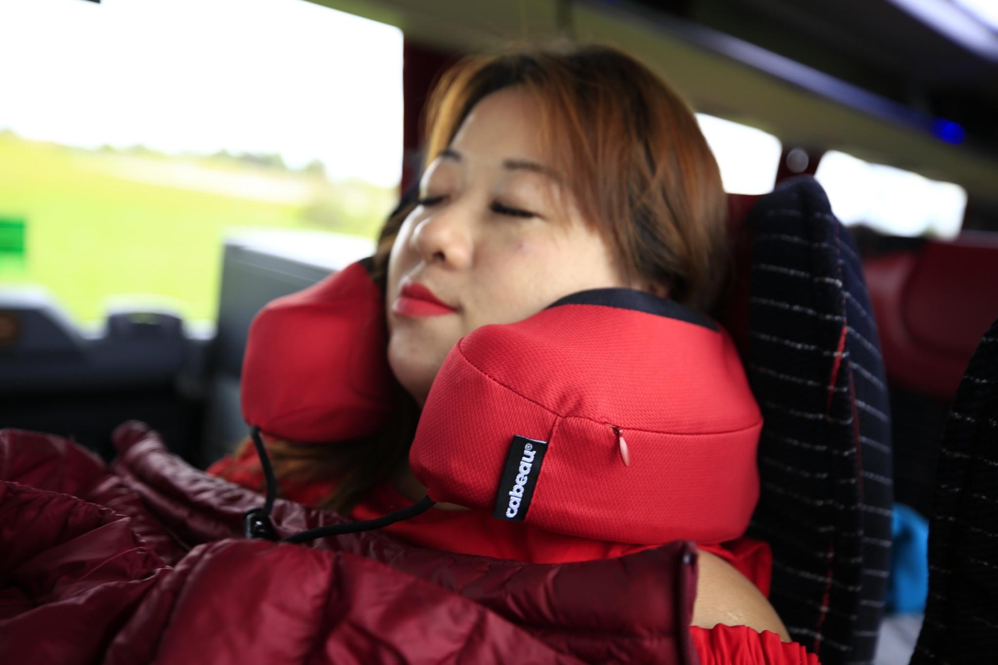 旅行團購好物-Cabeau二代頸枕 x Cabin後背包-最好的旅伴是你,伴隨著我東征西討相隨而去 @民宿女王芽月-美食.旅遊.全台趴趴走