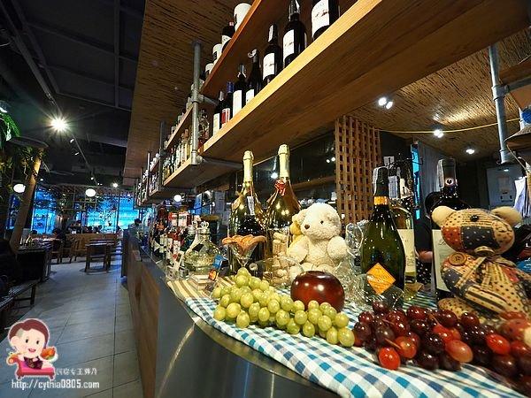 Baan ying original siam kitchen,BIG C大超市,Central World美食,曼谷美食,椰子冰砂,泰國美食,海鮮酸辣湯,炸空心菜,百貨美食,羅望子醬炒河蝦