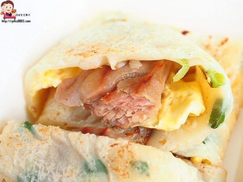 桃園愛買美食-古早味粉漿蛋餅-黃色鐵皮屋裡有美食,粉漿蛋餅厚實還不錯