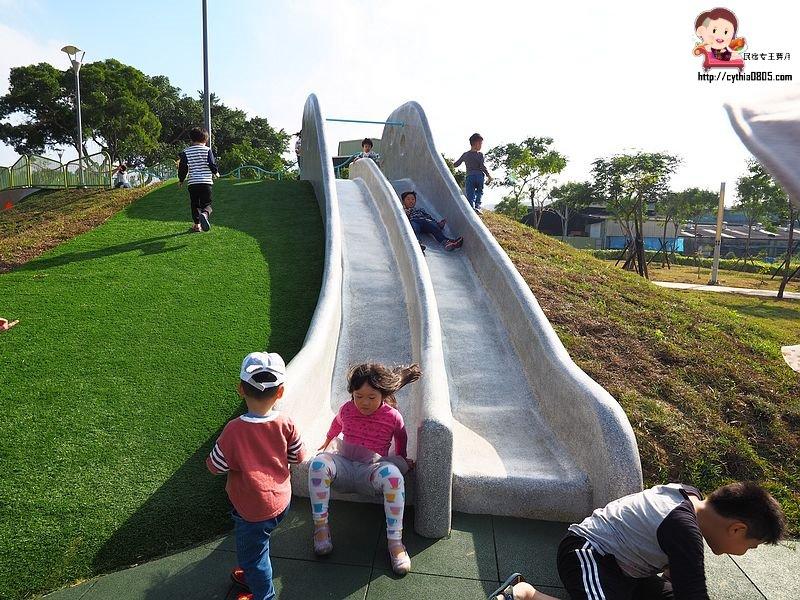 桃園親子景點-平鎮雙連坡碉堡公園-桃園首座碉堡公園在這裡,沙池.溜滑梯碉堡好好拍