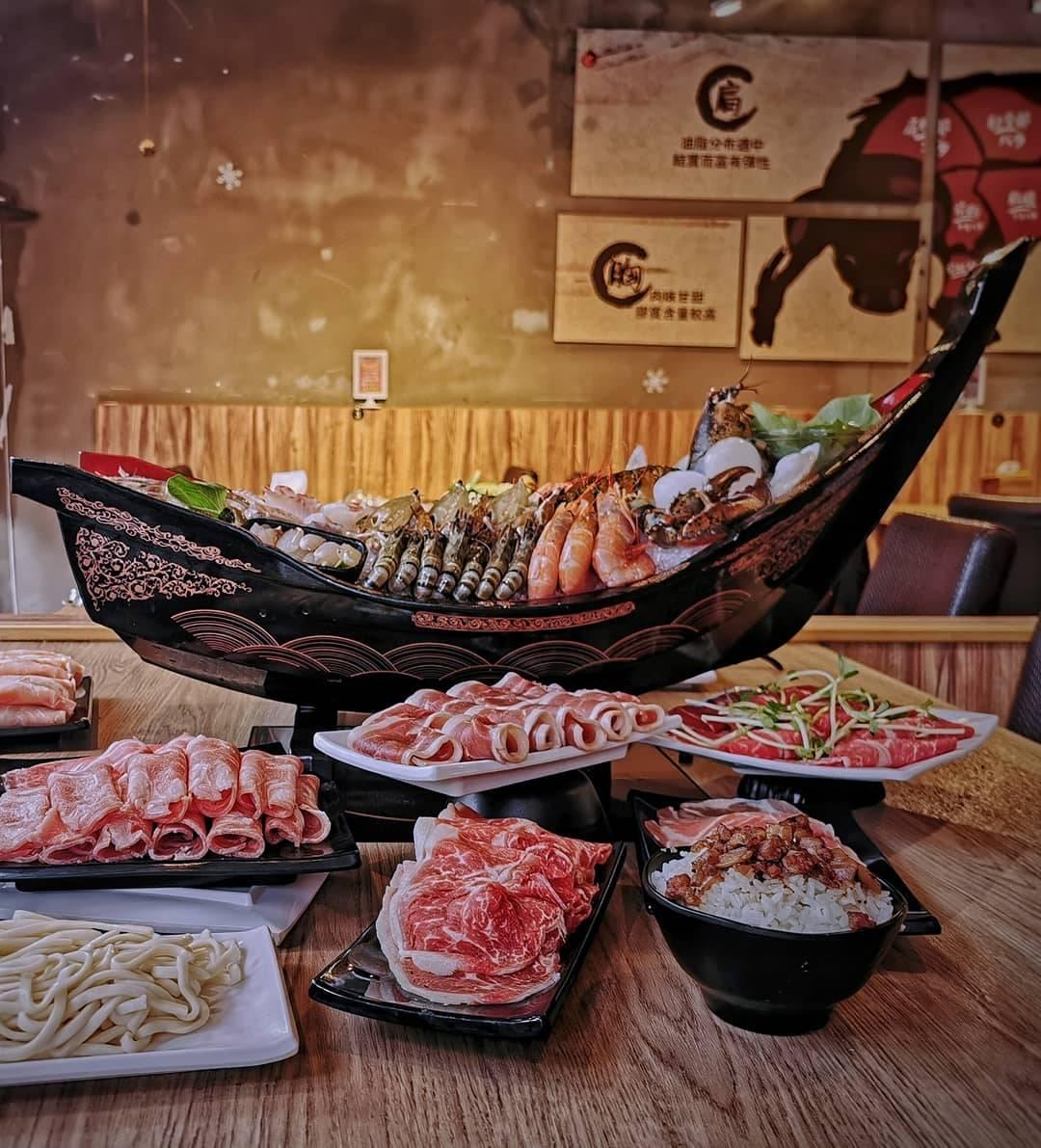桃園春日路美食-麻六味火鍋-工業風裝潢吃火鍋,海鮮船超級霸氣  (邀約)