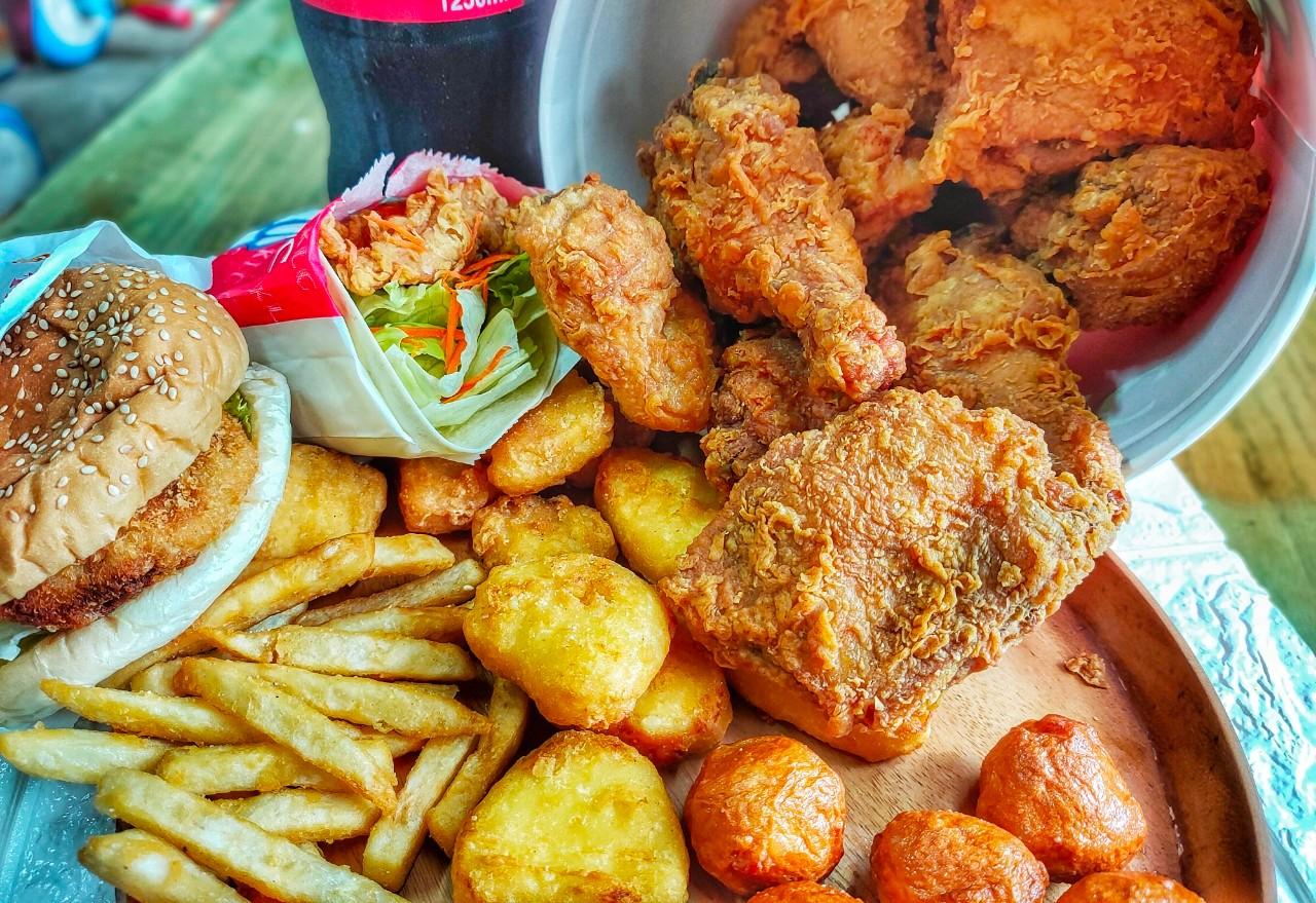 桃園平鎮美食-KLG炸雞中豐店-近20年爆汁炸雞老店家,9塊炸雞只要219元