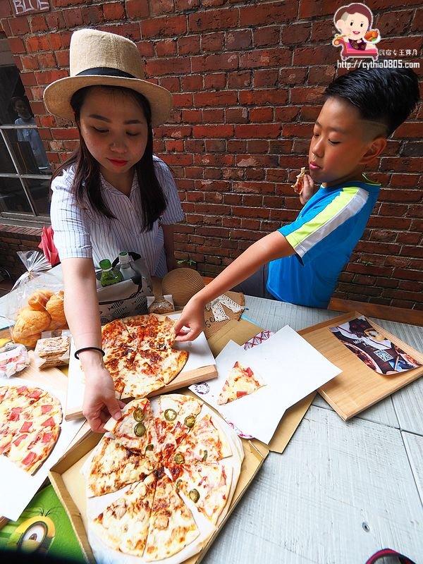 BBQ雞,Monster Pizza,下午茶,台北美食,怪獸披薩,手工,未來式,華山文創園區,華山美食,買一送一 @民宿女王芽月-美食.旅遊.全台趴趴走