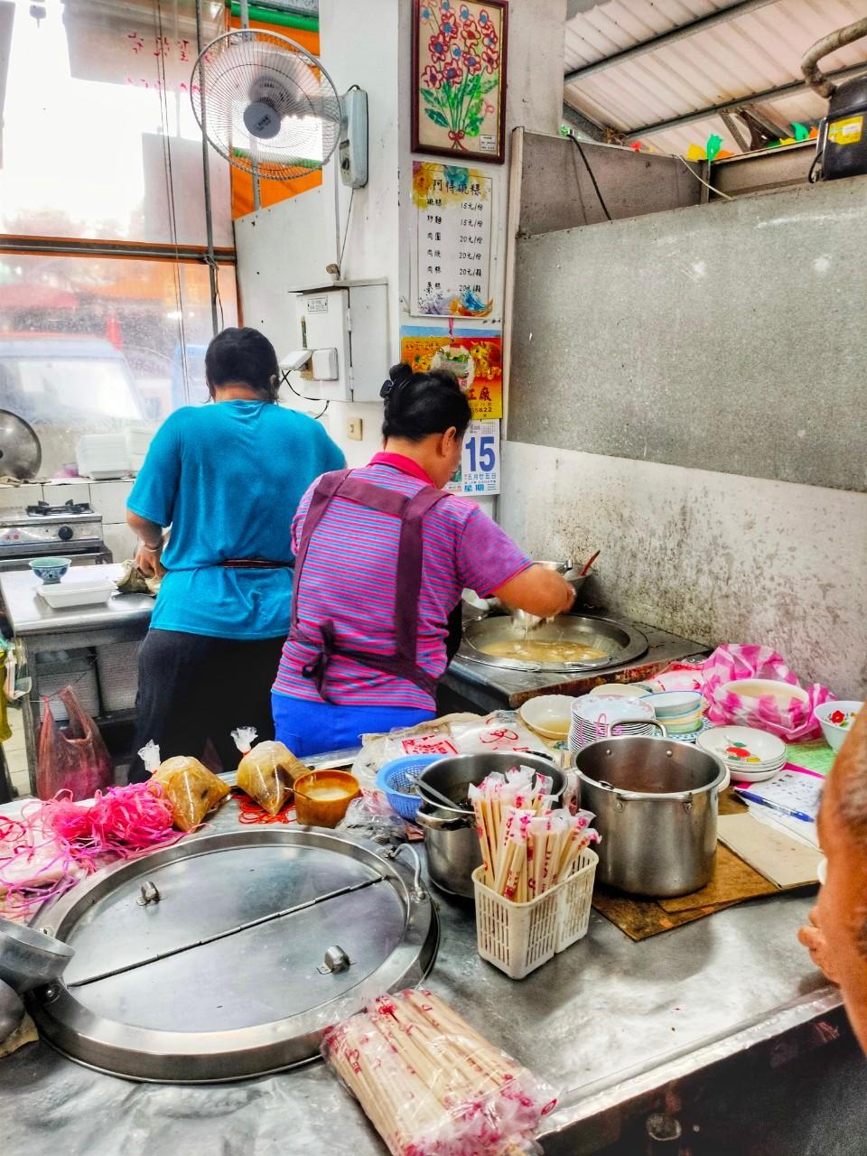 台南西港區美食-阿得肉圓-肉圓一顆只要5元,肉焿湯15元,傳統早市的經濟奇蹟 @民宿女王芽月-美食.旅遊.全台趴趴走