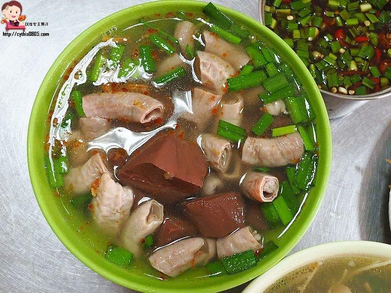桃園區美食-忠二路無名炒麵-40元爆料豬血小腸湯也太佛心,不起眼小麵攤居然這麼威