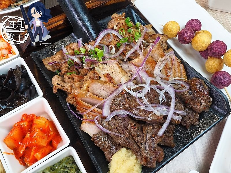 新竹湖口美食-牛柒丼食堂-這也太勁爆了,鐵鍬上面堆了滿滿的四種肉,肉食鬼快衝  (邀約)