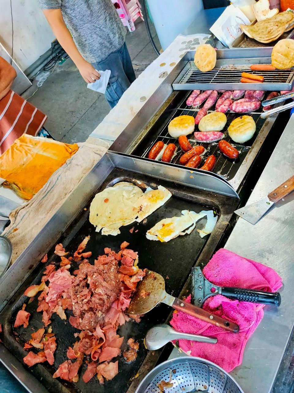 大園下午茶,大園小吃,大園美食,綜合香腸拉餅,老店,菓林美食,誠實商店,韭菜餡餅,香酥拉餅,黃昏市場