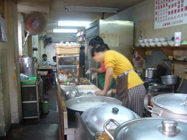 鐵路旁的美食水餃.乾麵(無招牌) @民宿女王芽月-美食.旅遊.全台趴趴走