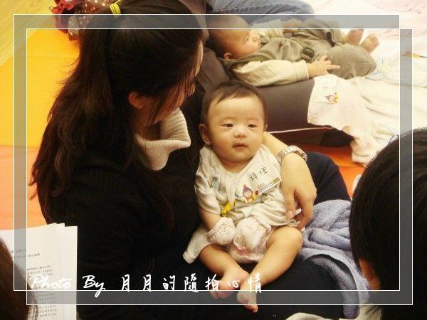 小任-國際嬰幼兒按摩台灣記者會–媽~我上電視了~ @民宿女王芽月-美食.旅遊.全台趴趴走